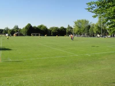 Multiple terrains de football sur la place de jeux pour enfants Terrains de sport de la Bl�cherette � Lausanne