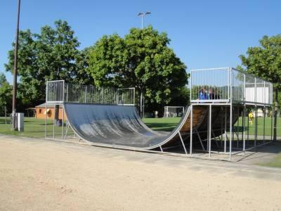 Rampe de skateboard sur la place de jeux pour enfants Terrains de sport de la Bl�cherette � Lausanne